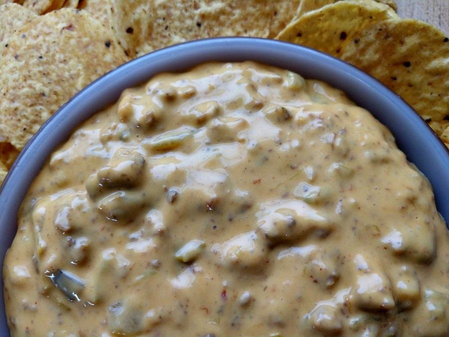 crock-pot beef queso dip