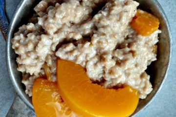 crock-pot spiced peach oatmeal