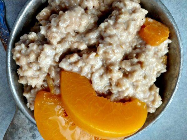 crock-pot spiced peach oatmeal