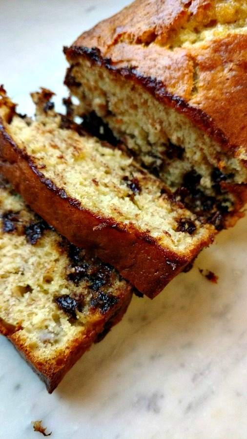 crock-pot 5 ingredient banana bread with chocolate chips